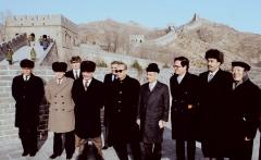 جلالة-الملك-الحسين-بن-طلال-وسمو-الأمير-عبدالله-بن-الحسين-يزورا-سور-الصين