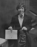 سمو-الأمير-عبدالله-بن-الحسين-خلال-تسلمه-شهادة-من-مدرسة-ايجلبروك-1977