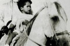 الملك الحسين بن طلال - الطفولة