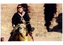 جلالة-الملك-عبدالله-الثاني-ابن-الحسين-يمتطي-جمل