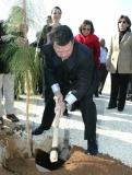 جلالة-الملك-عبد-الله-الثاني-وجلالة-الملكة-رانيا-يشاركان-في-غرس-الأشجار-بيوم-الشجرة