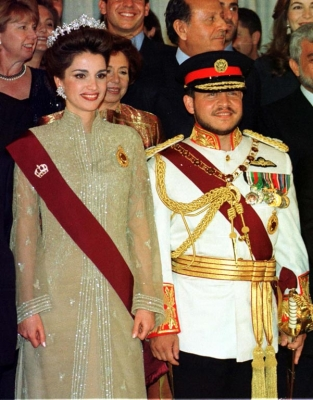 KING ABDULLAH AND QUEEN RANIA POSE TOGETHER